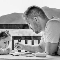 Conoce a los Acuario como padres